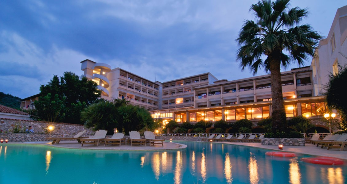 Skiathos hotels esperides beach hotel skiathos greece for Skiathos hotels